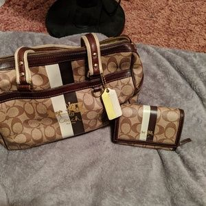COACH PURSE ONLY!!!!